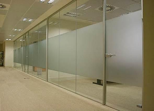 Construcci n de mamparas pizarras y puertas corredizas for Mamparas de vidrio para oficinas